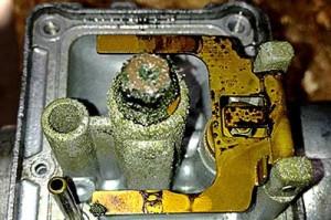 dirty snowmobile carburetor